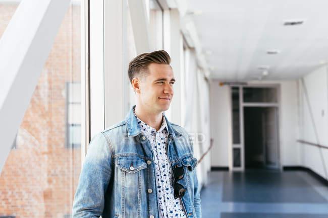 Усміхаючись медіа студентів — стокове фото