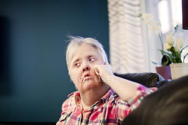 Reife Frau mit Down-Syndrom — Stockfoto