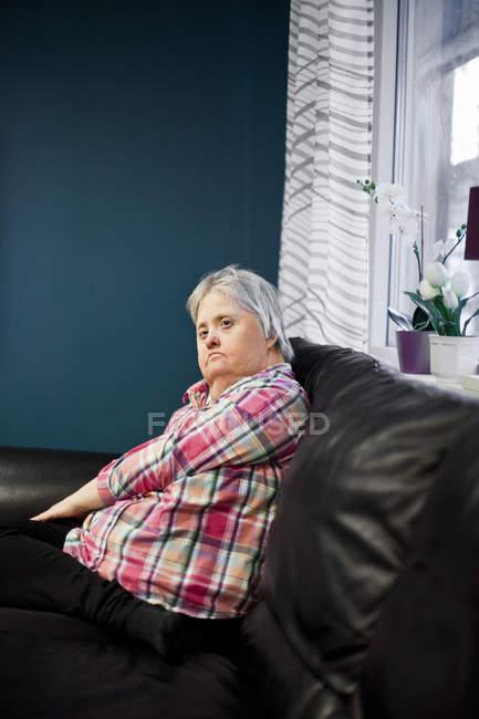 Mentalmente sfidato donna — Foto stock