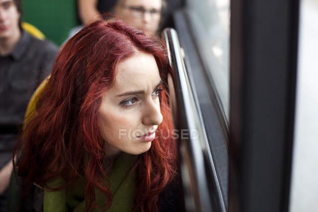 Jeune rousse femme — Photo de stock