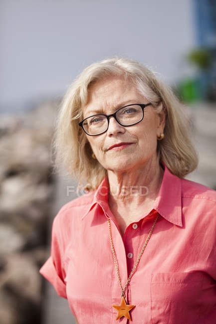 Femme senior confiante — Photo de stock