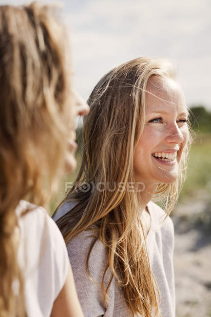 Young cheerful friends — Stock Photo