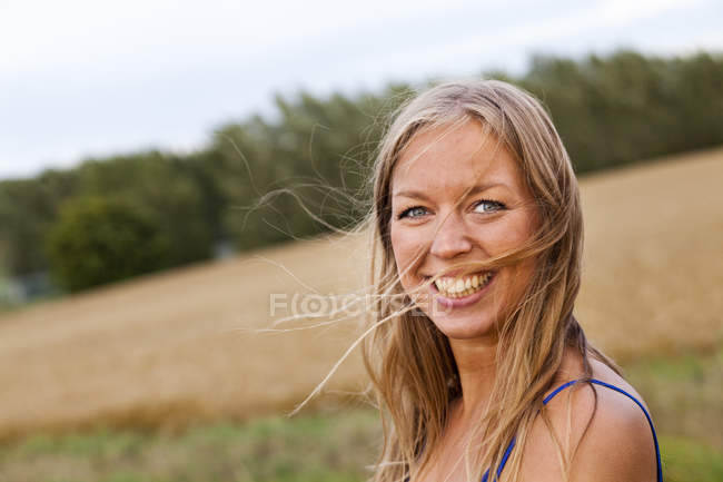 Woman looking away while standing on field — Stock Photo