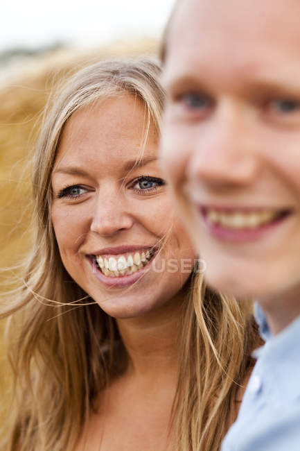 Щасливе молоде подружжя — стокове фото