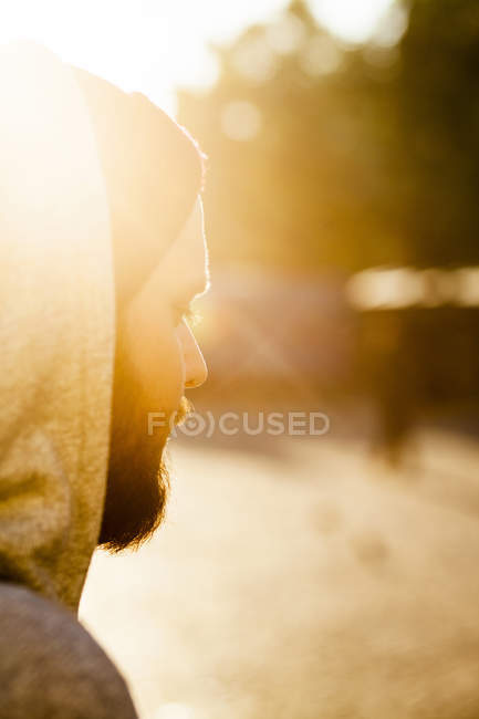 Seitenansicht des nachdenklichen Mannes — Stockfoto