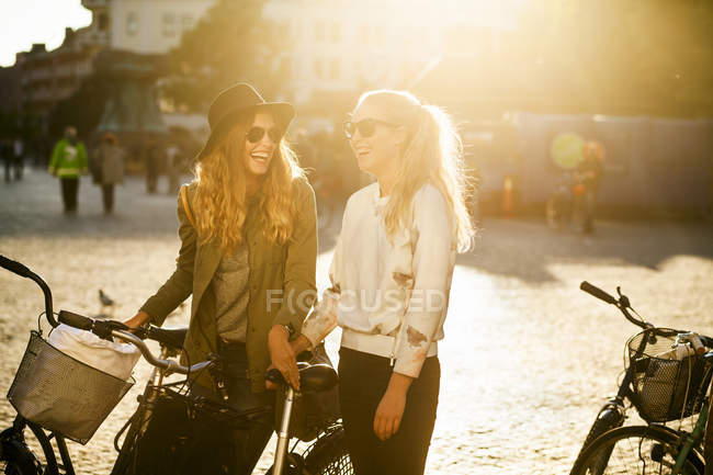 Cheerful female friends — Stock Photo