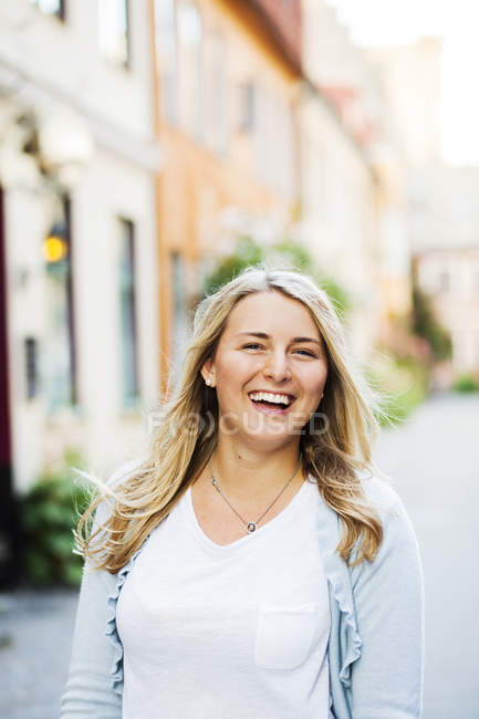 Cheerful woman on city street — Stock Photo