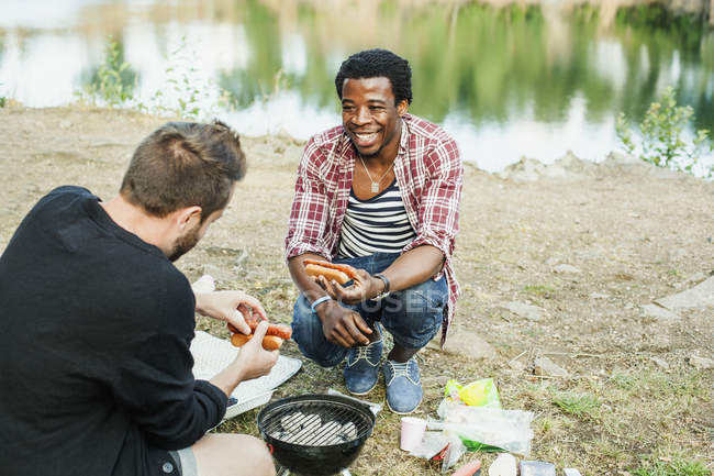 Happy male friends barbecuing — Stock Photo