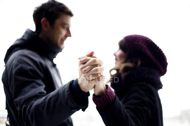 Smiling couple holding hands — Stock Photo