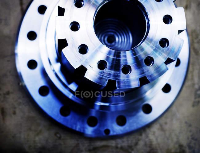 Primer plano de los equipos metálicos - foto de stock