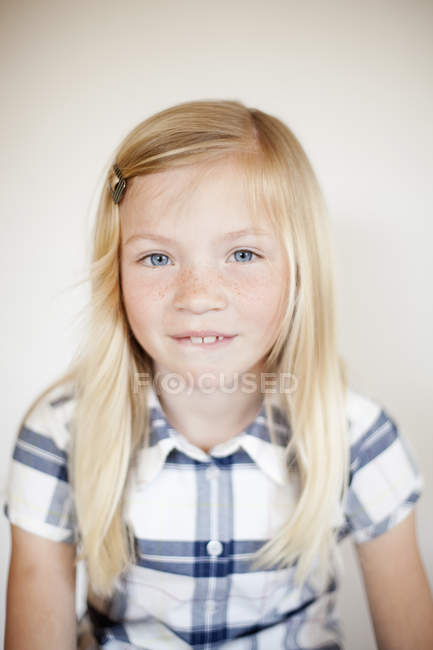 Portrait of blonde girl against wall at home — Stock Photo
