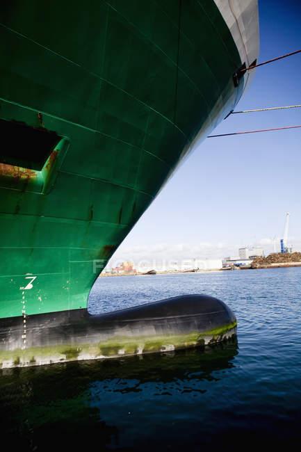Nave ormeggiata in mare — Foto stock