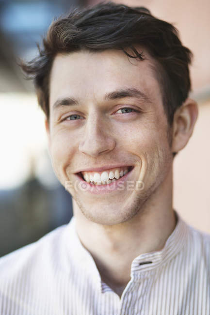 Handsome man looking at camera — Stock Photo