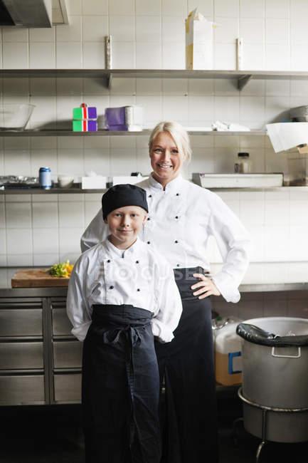 Chef e filho — Fotografia de Stock