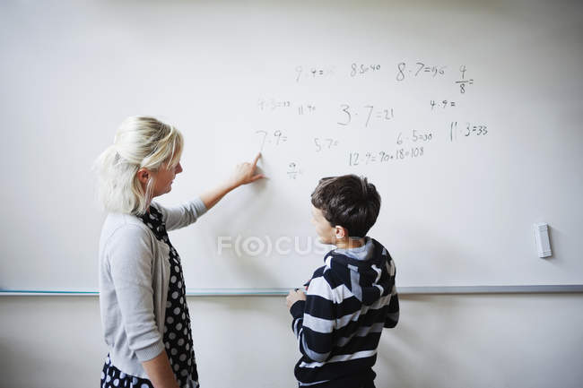 Teacher explaining student whiteboard — Stock Photo
