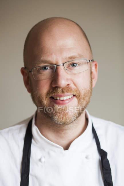 Männlicher Koch im Restaurant — Stockfoto