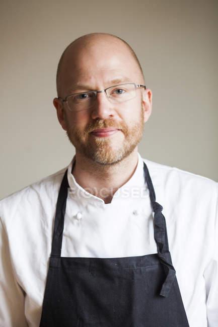 Чоловічий шеф-кухаря в ресторані — стокове фото