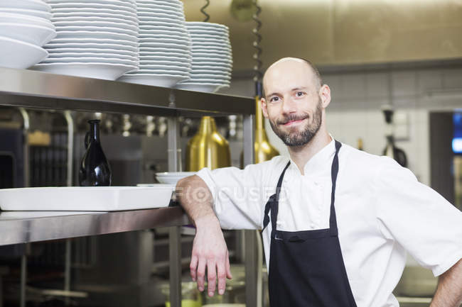 Chef standing at commercial kitchen — Stock Photo
