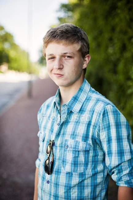 Portrait of confident teenage boy — Stock Photo