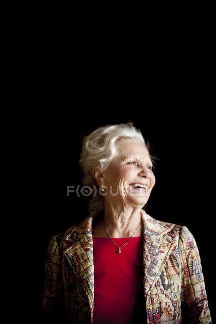 Donna anziana allegra — Foto stock