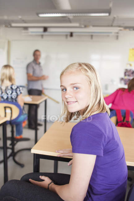 Porträt eines lächelnden Mädchens — Stockfoto