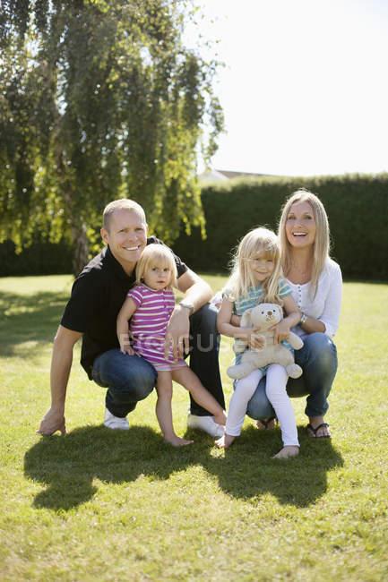 Retrato de família feliz — Fotografia de Stock