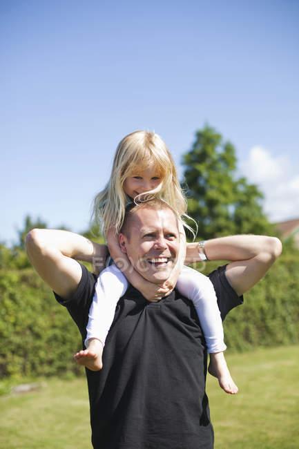 Glückliche Vater mit Tochter — Stockfoto
