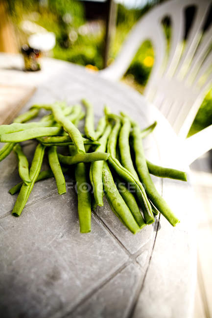 Grüne Bohnen auf dem Tisch — Stockfoto