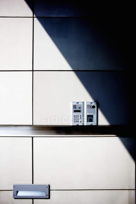 Система сигналізації на стіні — стокове фото