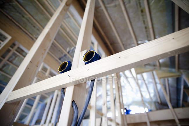 Tubos de cabo em casa incompleta — Fotografia de Stock