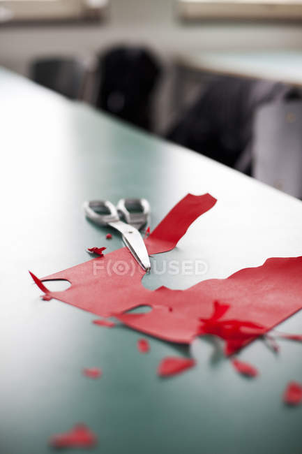 Scissors and red craft paper — Stock Photo