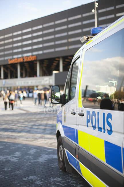 Camionnette de police à l'extérieur — Photo de stock