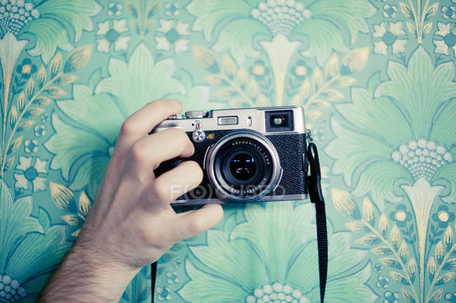 Cropped hand holding vintage camera — Stock Photo