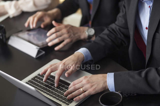 Business people using laptop — Stock Photo