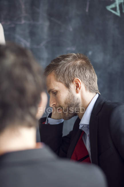 Businessman in meeting with colleague — Stock Photo