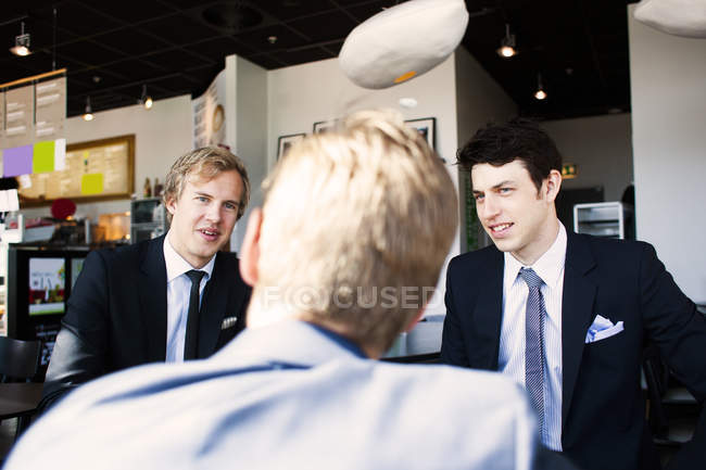 Businessmen discussing with colleague — Stock Photo