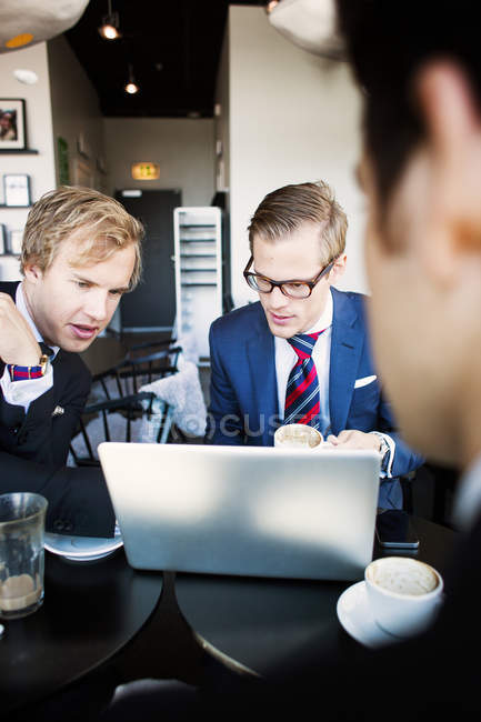 Business colleagues having discussion — Stock Photo