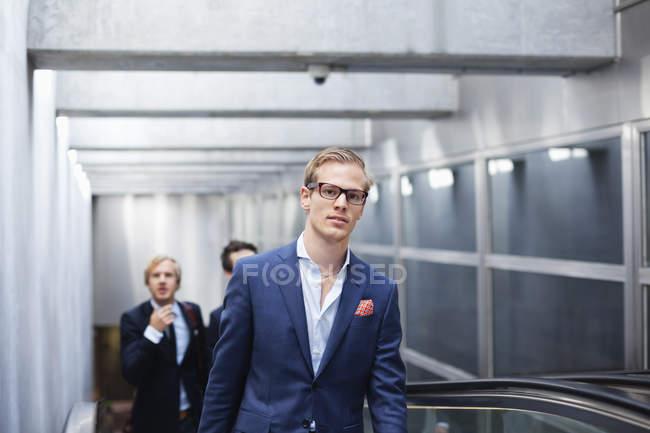 Portrait d'homme d'affaires avec ses collègues — Photo de stock