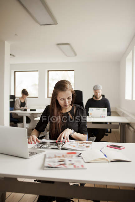 Business people working at desks — Stock Photo