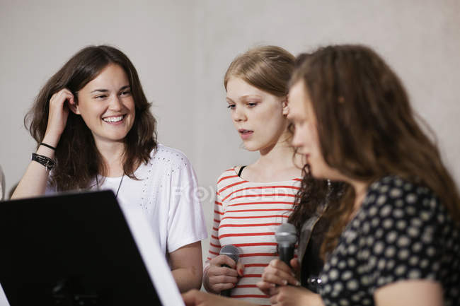 Female choir singers — Stock Photo