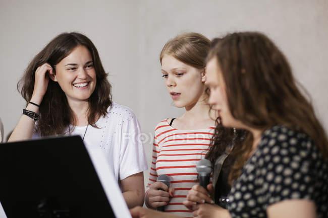 Cantanti femminili del coro — Foto stock