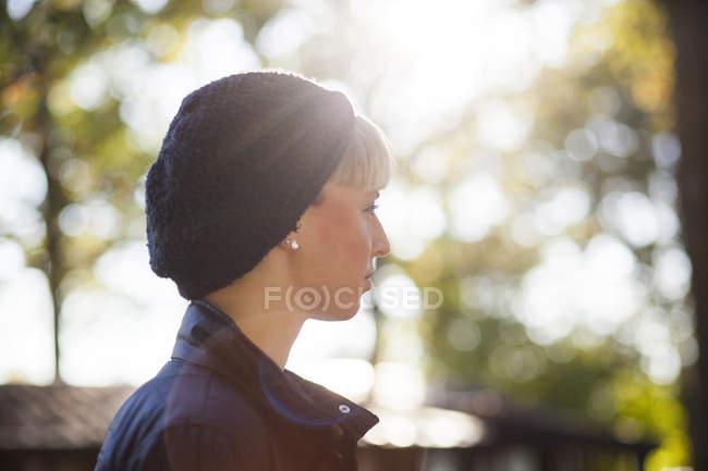 Woman wearing knit hat — Stock Photo