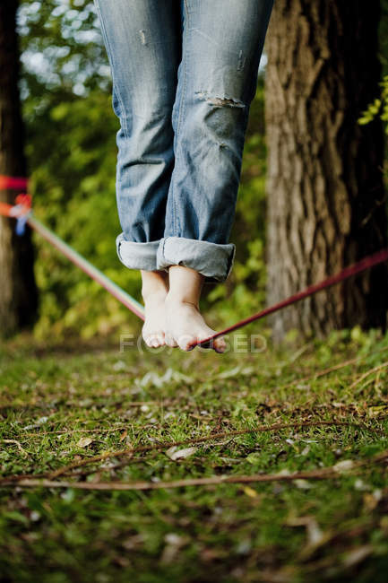 Man walking on tightrope — Stock Photo