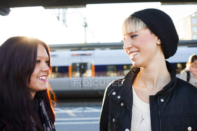 Happy young female friends — Stock Photo