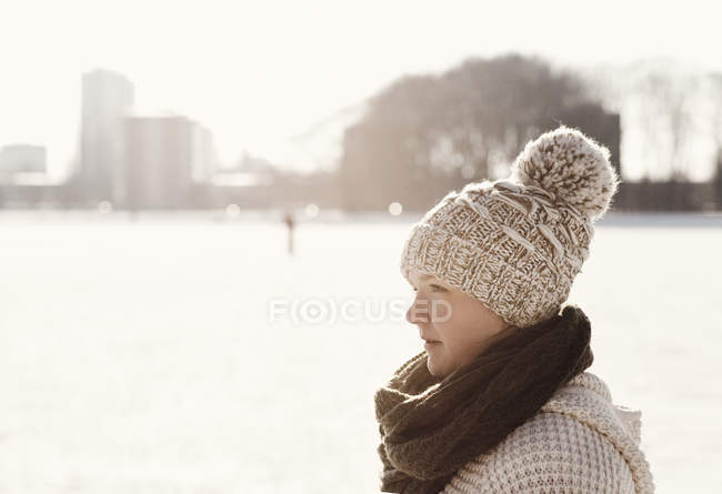 Woman at park during winter — Stock Photo