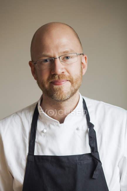 Chef confiante no restaurante — Fotografia de Stock