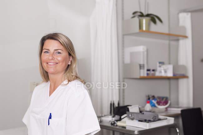 Doutor na sala de exame — Fotografia de Stock