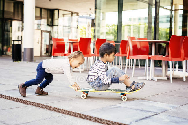 Boys playing with skateboard — Stock Photo