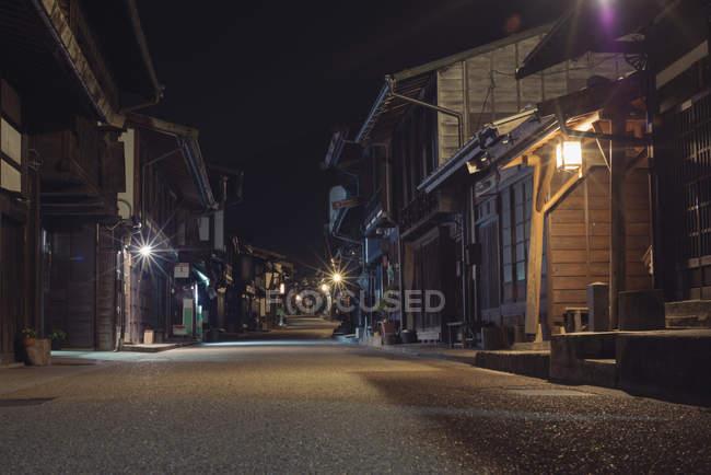 Rua da cidade velha à noite — Fotografia de Stock