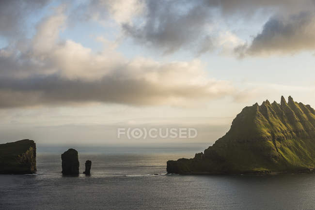 Rock formations in sea — Stock Photo